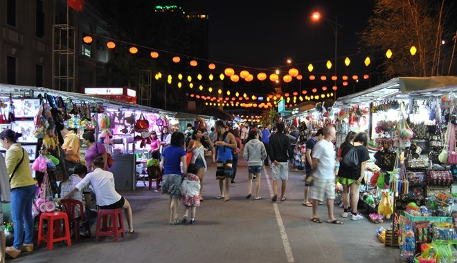 Chợ đêm phố cổ