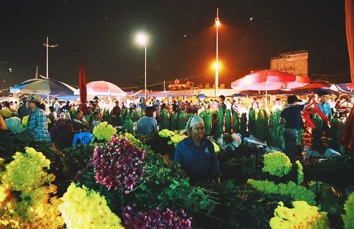 Chợ hoa Quảng Bá